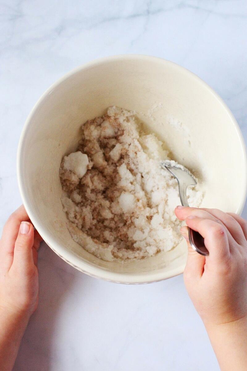 how to make cinnamon sugar scrub (3)
