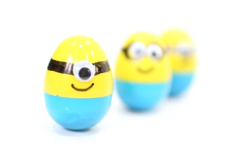 Super Simple Minion Weeble Wobble Easter Eggs