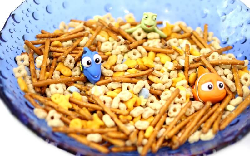 Super Simple Finding Dory Trail Mix