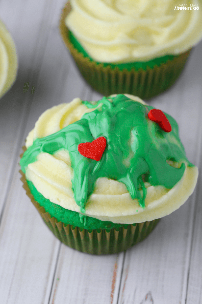 Monstrously Cute Grinch Cupcakes!